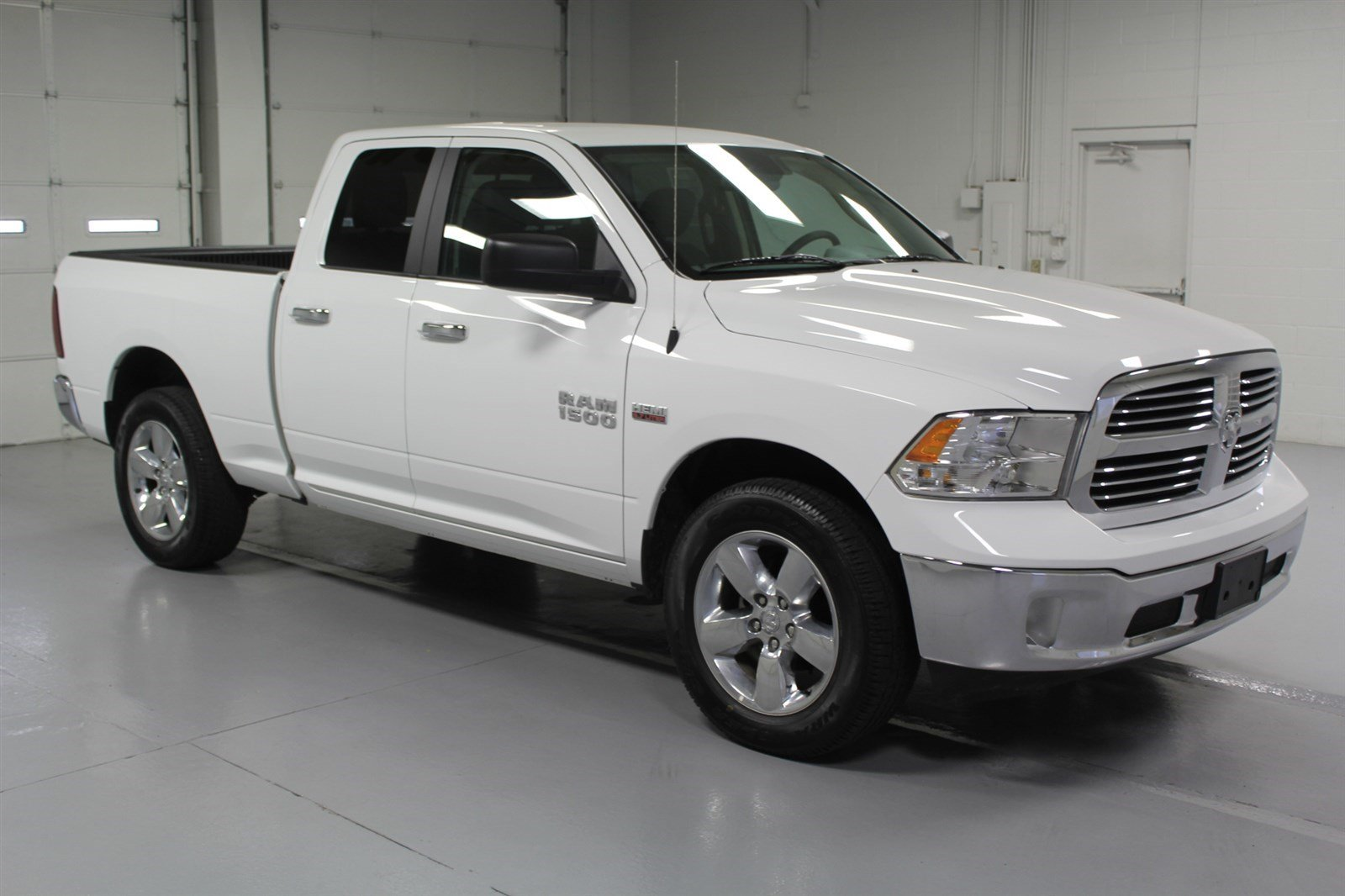 pre owned 2015 dodge ram 1500 quad cab slt 4x4 crew cab pickup in wichita u560921 super car guys. Black Bedroom Furniture Sets. Home Design Ideas