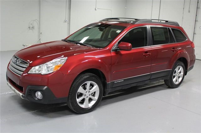 Certified Pre-Owned 2014 Subaru Outback 2.5i Limited w/ Moonroof Package