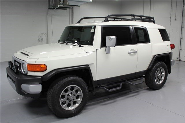 Pre-Owned 2012 Toyota FJ Cruiser 4x4 w/Off-Road Package